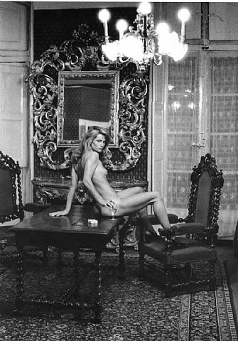 artwork_images_119012_268814_helmut-newton